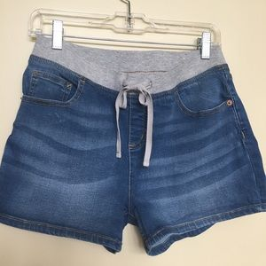 Justice stretch shorts for girls. Size 16 plus. 🌹